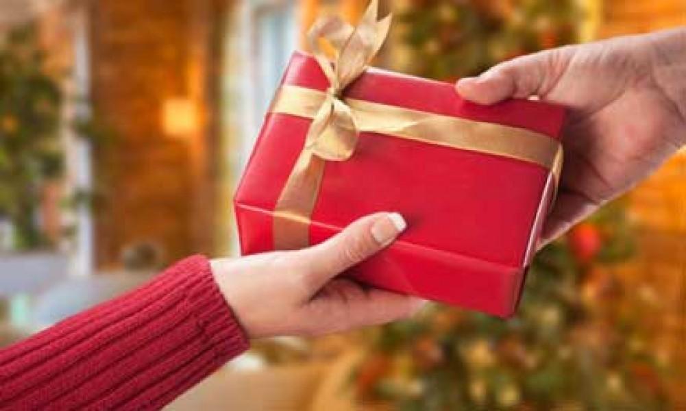 به همسر خود چه هدیهای بدهیم