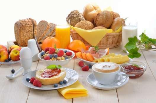 میز صبحانه خود را شاهانه بچینید