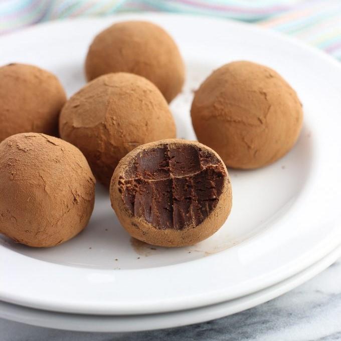 طرز تهیه ترایفل شکلاتی با بیسکوییت پتیبور و گردو