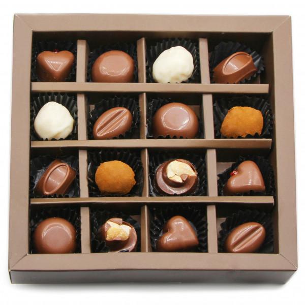 شکلات فیگور مغزدار 16 عددی