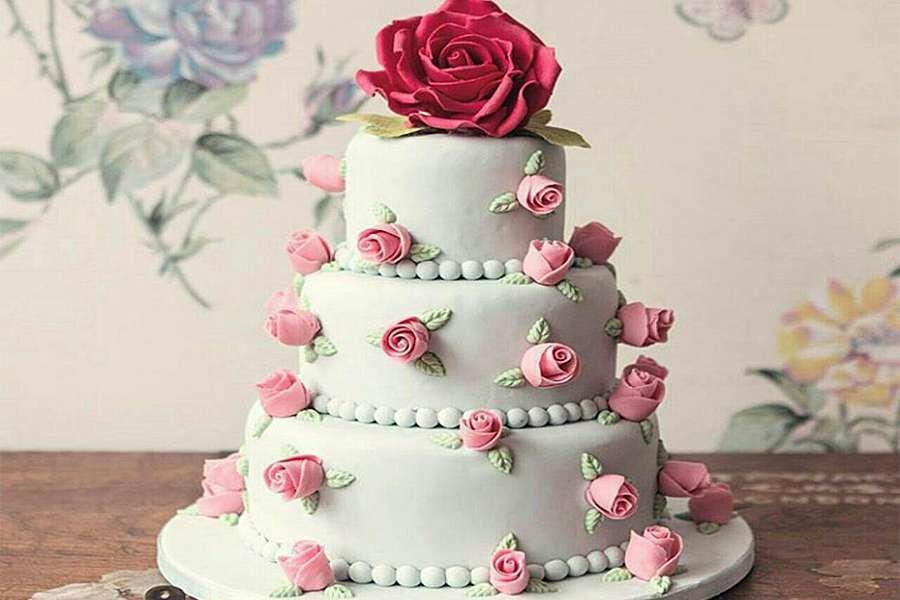 کیک عروسی رز صورتی