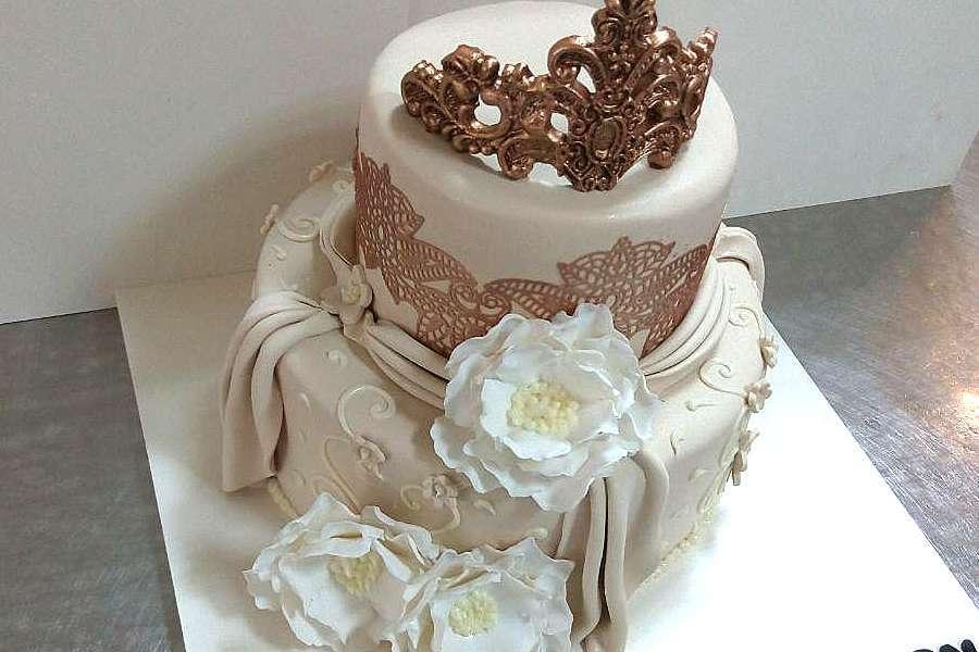 کیک عروسی تاج کاملیا