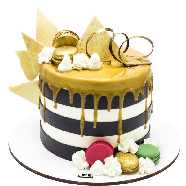 کیک تولد ماکارون طلایی