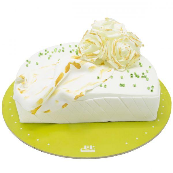 کیک تولد رز سفید شیک