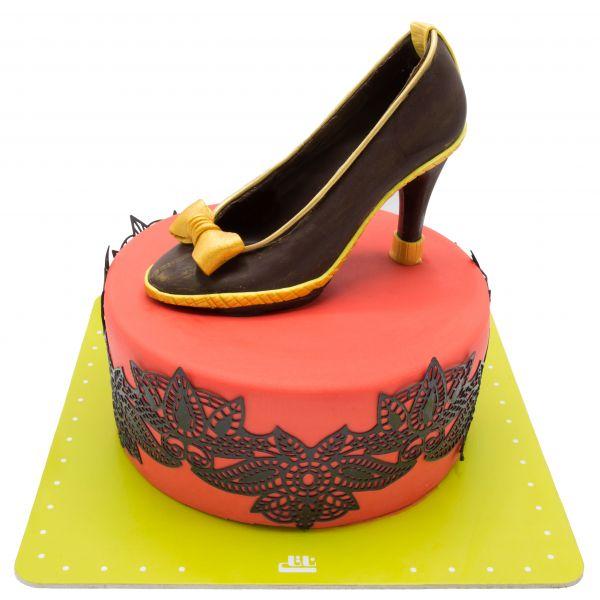 کیک تولد دخترانه کفش پاشنه طلا