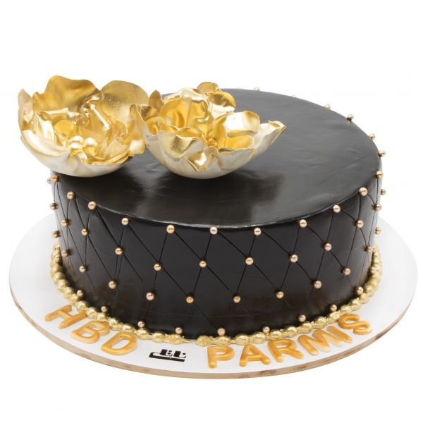 کیک تولد شکلاتی کاملیا