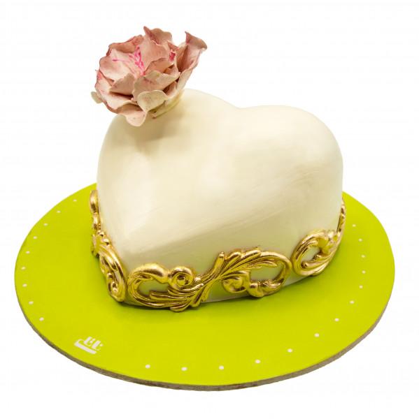 کیک قلب سفید