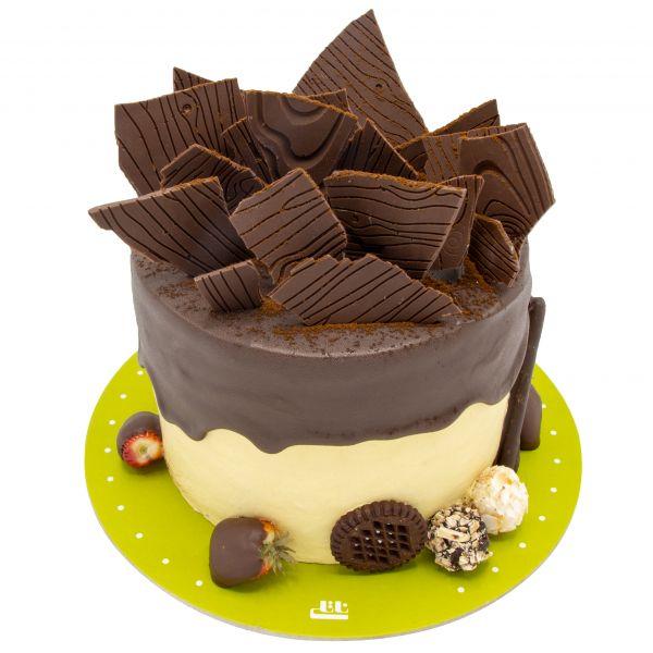 کیک خامه ای قصر شکلات