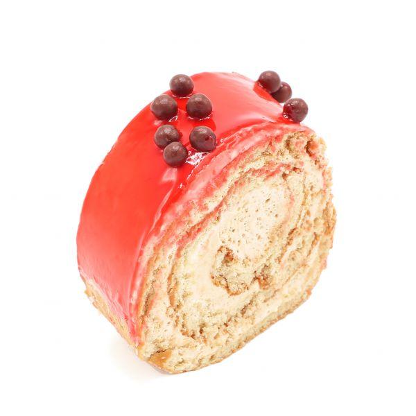 شیرینی رولت نسکافه با بریلوی توتفرنگی