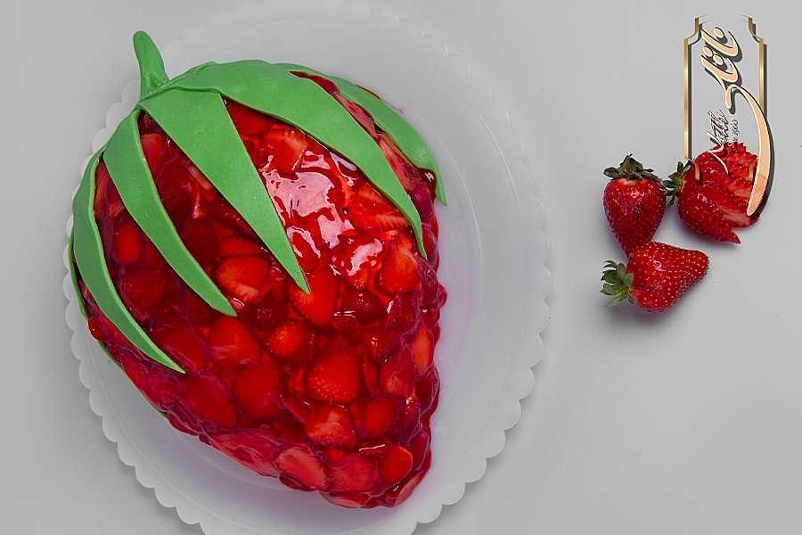 کیک تولد ژله ای توت فرنگی