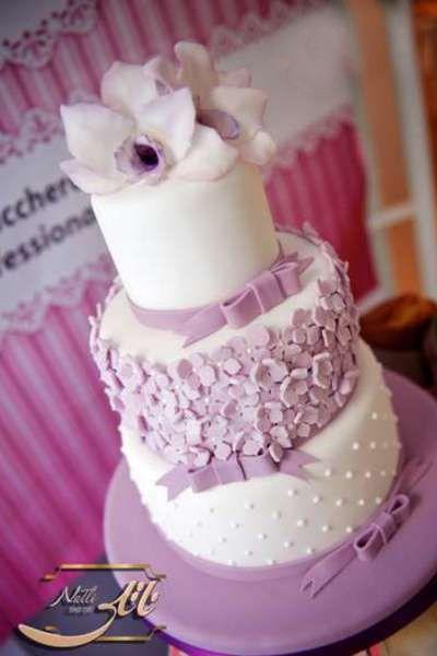 کیک عروسی لیلیوم بنفش