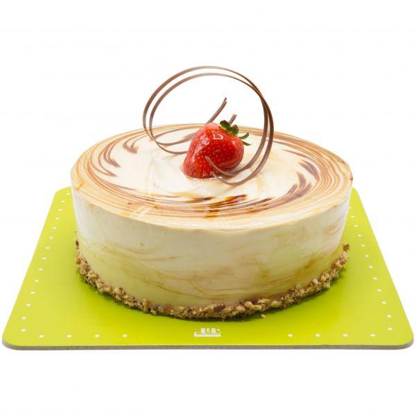 کیک ساده نسکافه توت فرنگی