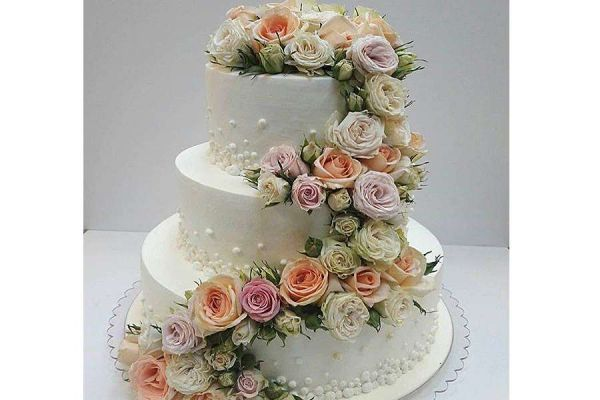 کیک عروسی باغ گل