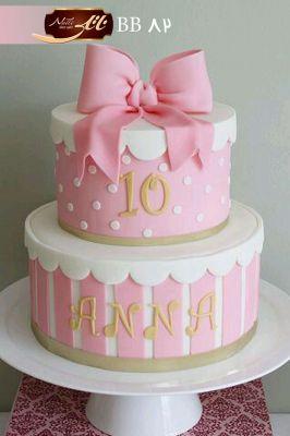 کیک طبقاتی صورتی