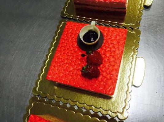 کیک های سفارشی لاکچری LC23