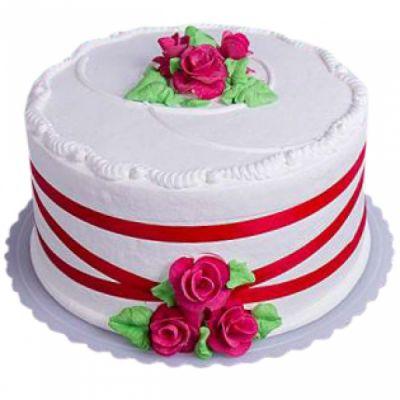 کیک تولد خامه ای کلاسیک