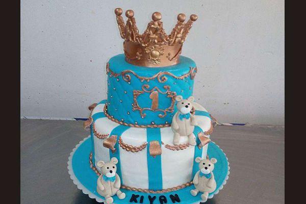 کیک تولد تاج طلایی 3