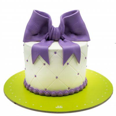 کیک پاپیون بنفش