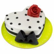 کیک قلبی سفید و سیاه