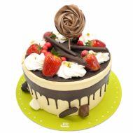 کیک فیگور خامه ای توت فرنگی