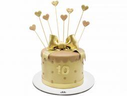 کیک قلب طلایی